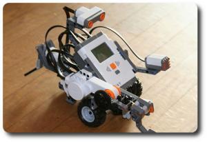Roboter eines LEGO-Mindstorm-NXT-Projektes (Bild © Eirik Refsda – Wikimedia Commons)